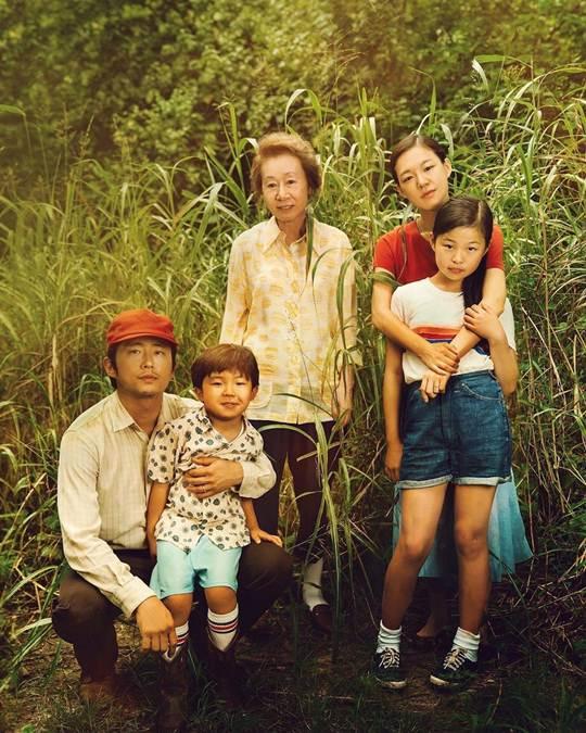 keluarga Yi lengkap dengan nenek Soon Ja