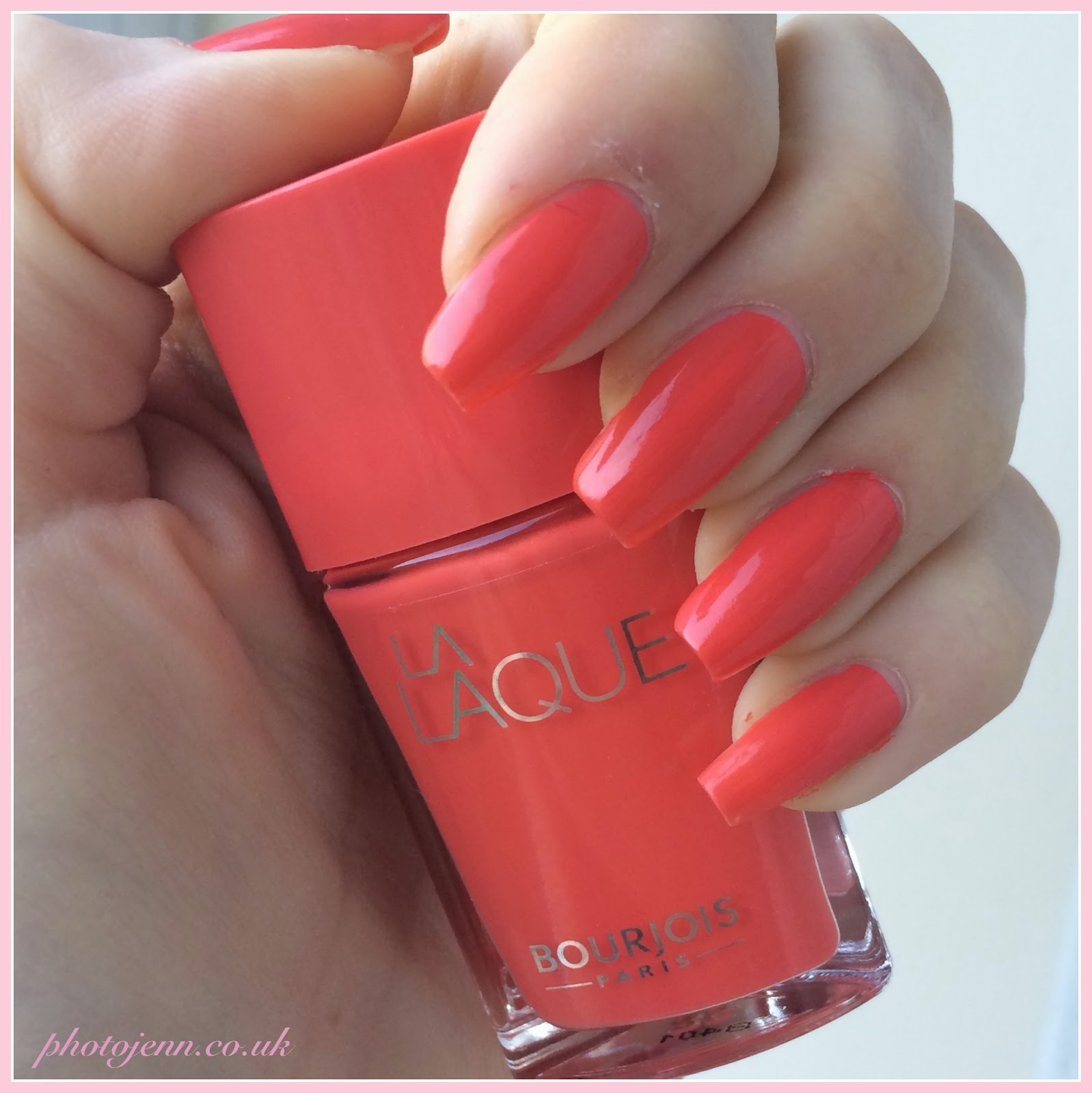 bourjois-la-laque-nail-polish-Orange-Outrant-swatch