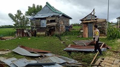 Rumah Warga Diterjang Angin Puting Beliung di Bone