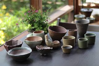 ヤクシマハギの山野草盆栽と鉢作家さんの鉢