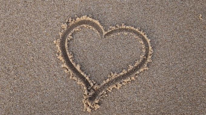 Coração Desenhado na Praia