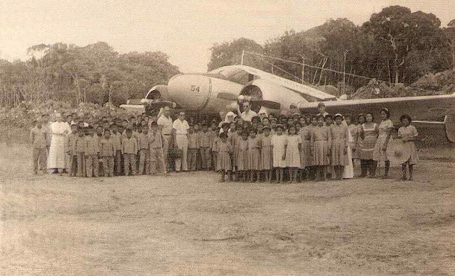 Primeira aterrissagem em Uaupés. Quando chegou a modernidade com a FAB, os missionários estavam lá havia tempo!
