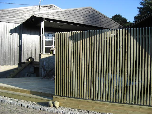 Espalier og terrassen er klar til bruk
