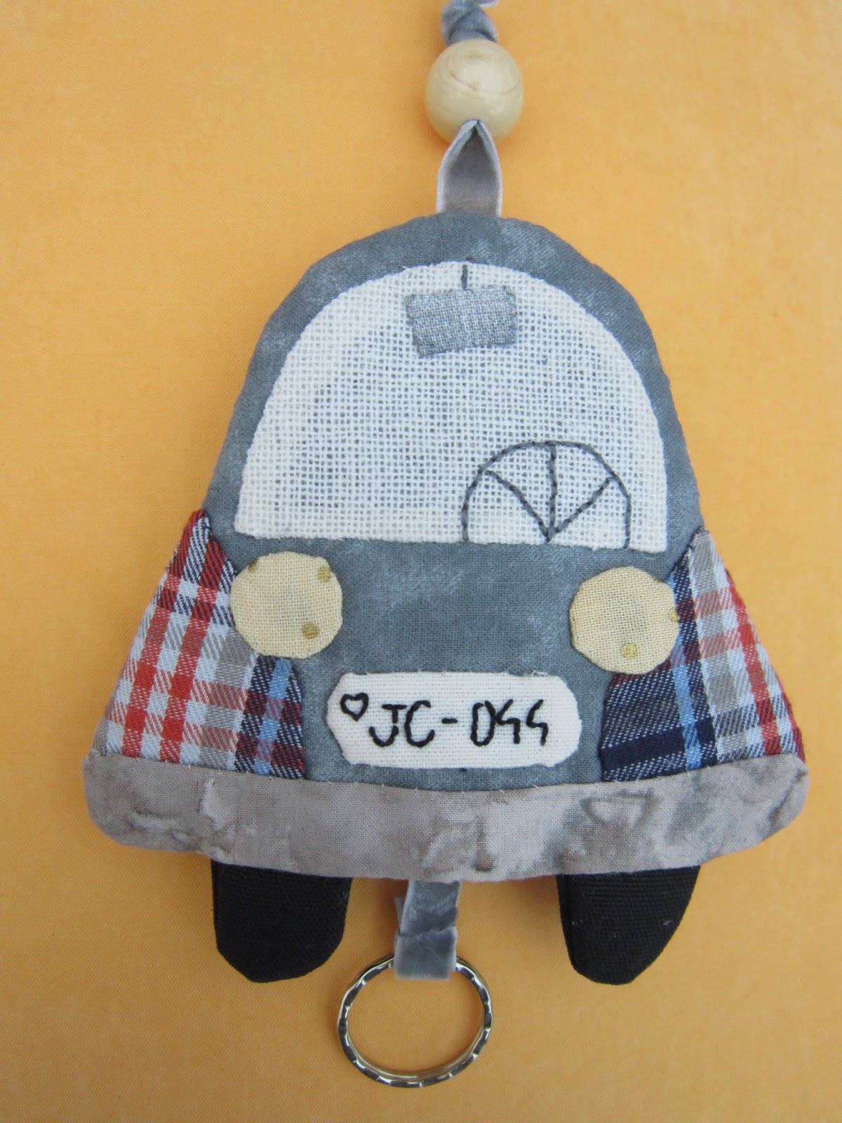 costura, sewing, couture, patchwork, appliqué, llavero coche, porte clé voiture, car key holder