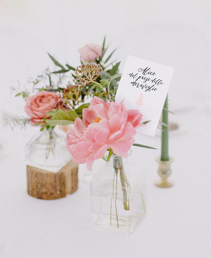 segnatavolo per matrimonio con peonie rosa