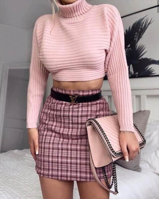outfit casual rosa crop top elegante para el trabajo