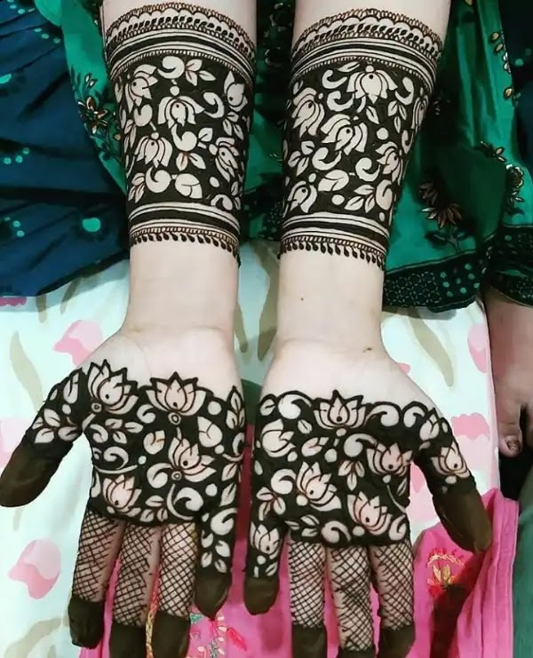 Beautiful_flowers_with_net_mehndi_design_for_indian