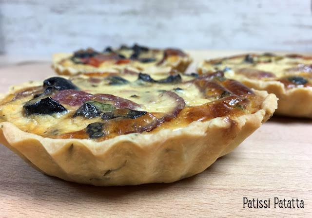 recette de tartelettes aux olives, tartelettes aux olives, pâte brisée à l'huile d'olive, pâte brisée facile, pâte brisée express, cuisiner avec des olives, recette avec des olives noires, tartelettes du Sud, patissi-patatta