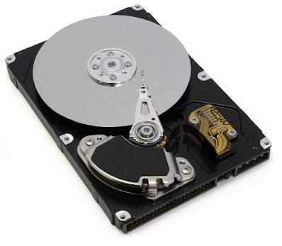 Perbedaan antara memori SSD, HDD dan SSHD pada komputer dan cara kerjanya.