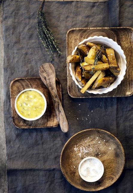 Pommes frites mit Sauce Tartare.