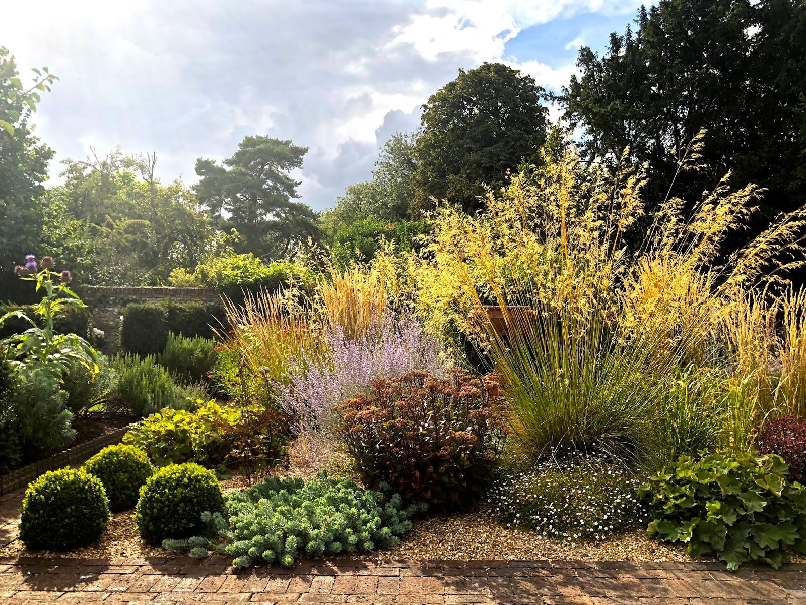 Herry\'s Journal: Old Swan House Garden in August 2018
