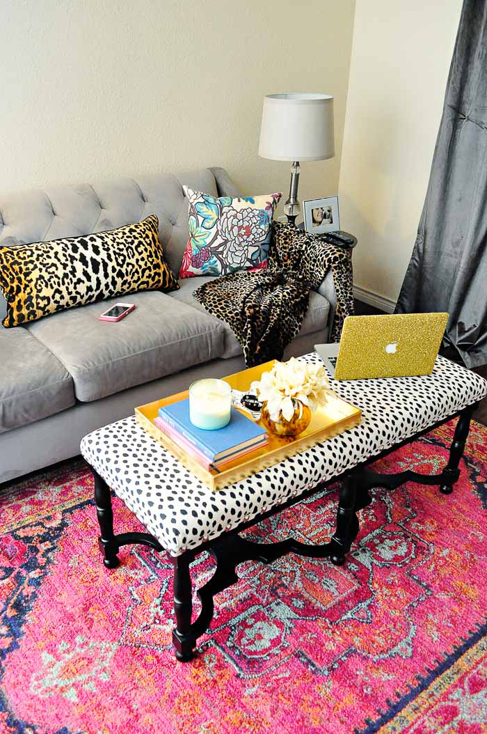 Apartment and home decor tips and ideas that are renter friendly and perfect small space solutions.