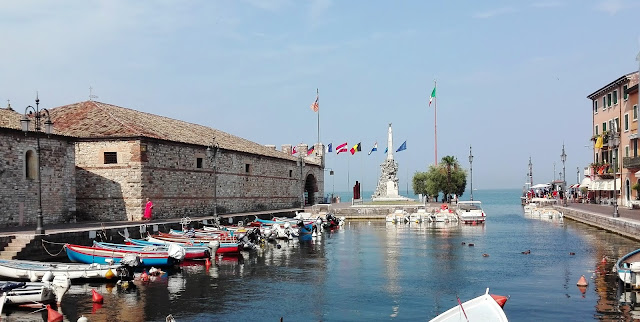 Lazise, darsena. Lago di Garda