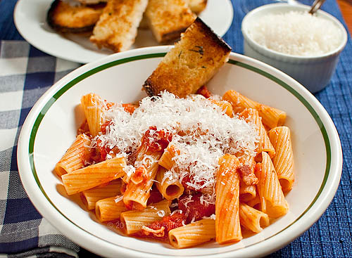 Pasta with Tomato and Bacon Sauce
