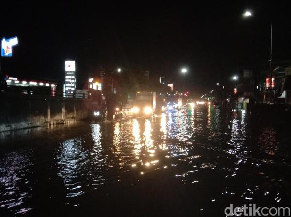 Banjir Berwarna Hitam-Berbau Busuk di Kudus Meluas ke Jalur Pantura