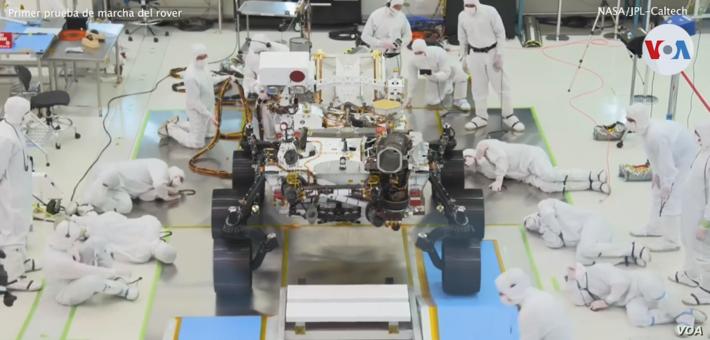 En la imagen una prueba de laboratorio que comprobó la VOA en la NASA, en su estación de Pasadena, California, donde mostraron su nuevo Rover o Astromóvil que enviará a Marte en una misión especial / NASA / VOA