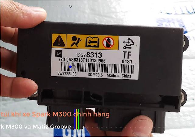 Tên sản phẩm: Hộp điều khiển túi khí Spark M300  Mã sản phẩm: GM# 13578313  Xuất xứ: Nhập khẩu trực tiếp GM Korea  Dùng cho các xe: Dùng cho Spark M300 và Matiz Groove  Tình trạng: Mới 100%  Bảo hành: 3 tháng  Cam kết bán hàng chính hãng GM