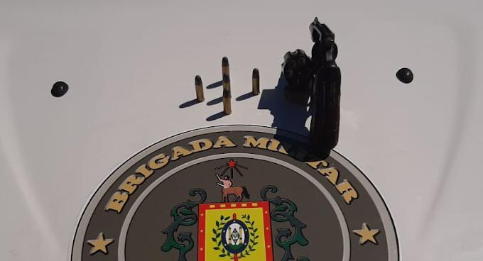Dupla é presa por porte ilegal de arma de fogo na Vista Alegre em Cachoeirinha