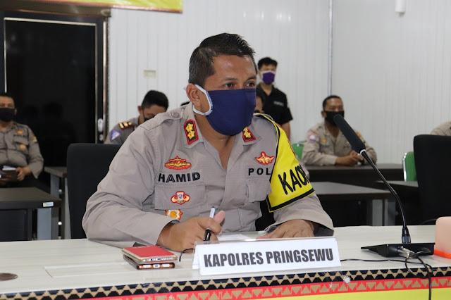 Kepolisian Resort Pringsewu turut amankan penyaluran bantuan sosial tunai (BST) penanganan dampak Covid19