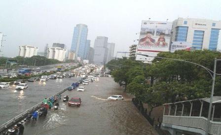 Anggaran Banjir Hingga Rp 500 Miliar, Anies Dibandingkan dengan Ahok Lagi