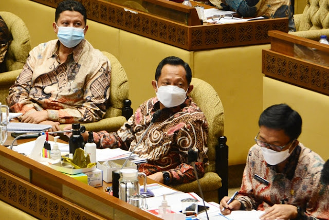 Mendagri Tegur Wali Kota Padang dan 9 Kepala Daerah Lainnya