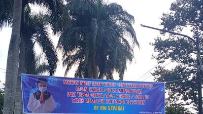 Kades Desa Sabandar Karangtengah Cianjur Berikan Penghargaan Kepada Ketua RW.11 Sebagai RW Terbaik
