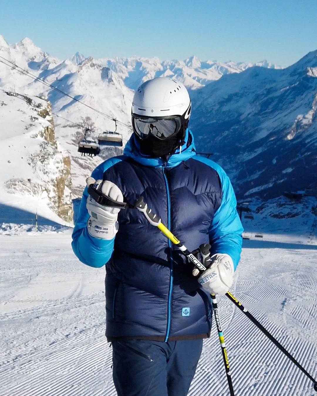 bermain ski salju zermatt