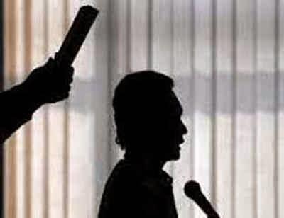 Asisten Pemerintahan Setda Maluku, Angky Renjaan mengatakan Gubernur Said Assagaff dalam waktu dekat akan melantik dan mengambil sumpah jabatan Adam Rahayaan sebagai Wali Kota Tual secara definitif.