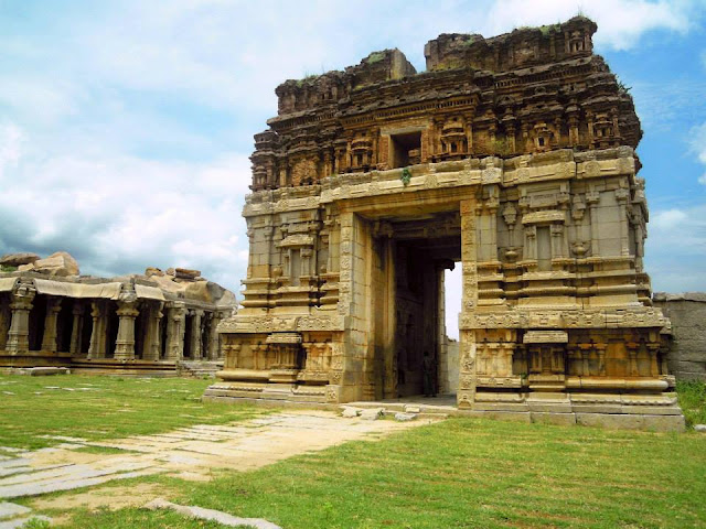 The entrance tower (gopuram) of the Achyutaraya Temple in Hampi