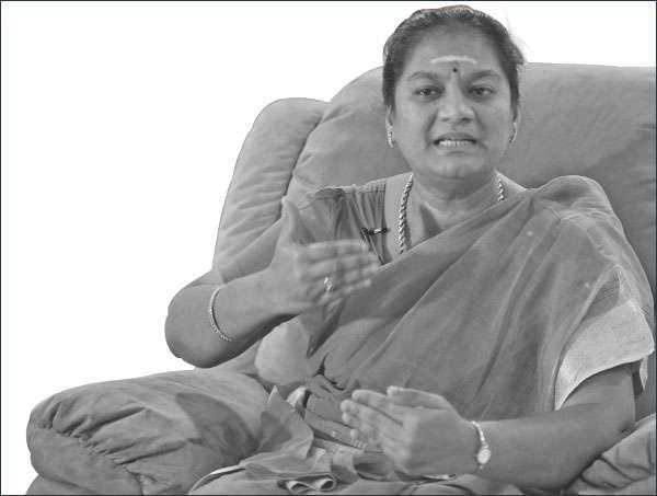 அந்தக் கும்பல் சிரித்துக் கொண்டிருந்தது! - தடாலடி சசிகலா புஷ்பா