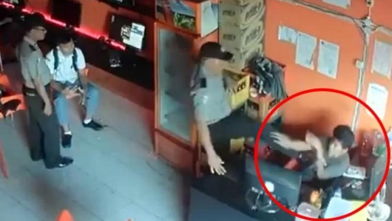 Aksi Aiptu JMS memukul operator Bloody Net di Medan