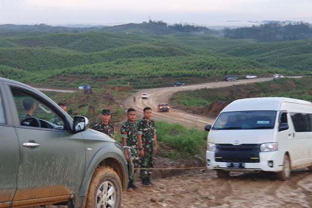 Tinjau Ibukota Baru, Mobil Rombongan Presiden Jokowi Terperosok