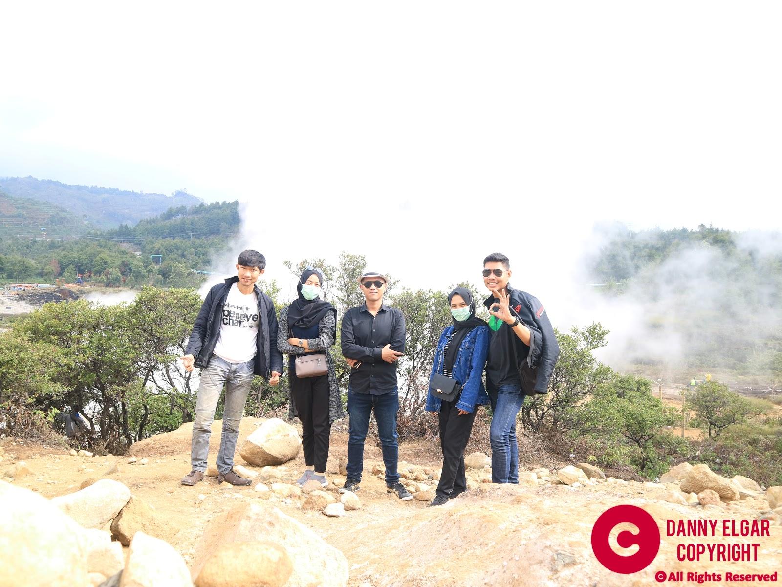 Dataran Tinggi Dieng adalah kawasan vulkanik aktif di Jawa Tengah, yang masuk wilayah Kabupaten Banjarnegara dan Kabupaten Wonosobo. Letaknya berada di sebelah barat kompleks Gunung Sindoro dan Gunung Sumbing.