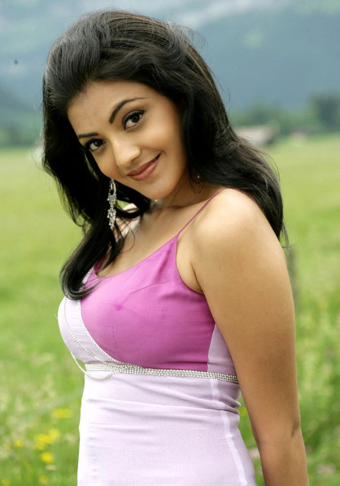 Indian Sweet Girl Wallpaper Kajal Agarwal Navel Show Stills From Magadheera Movie