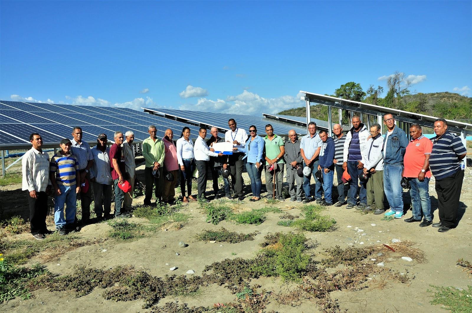En Baní, 159 productores reciben proyecto de irrigación fruto de Visita Sorpresa; EGEHID entrega