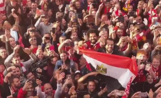 علم مصر يظهر فى احتفالات جماهير ليفربول بدوري ابطال اوروبا