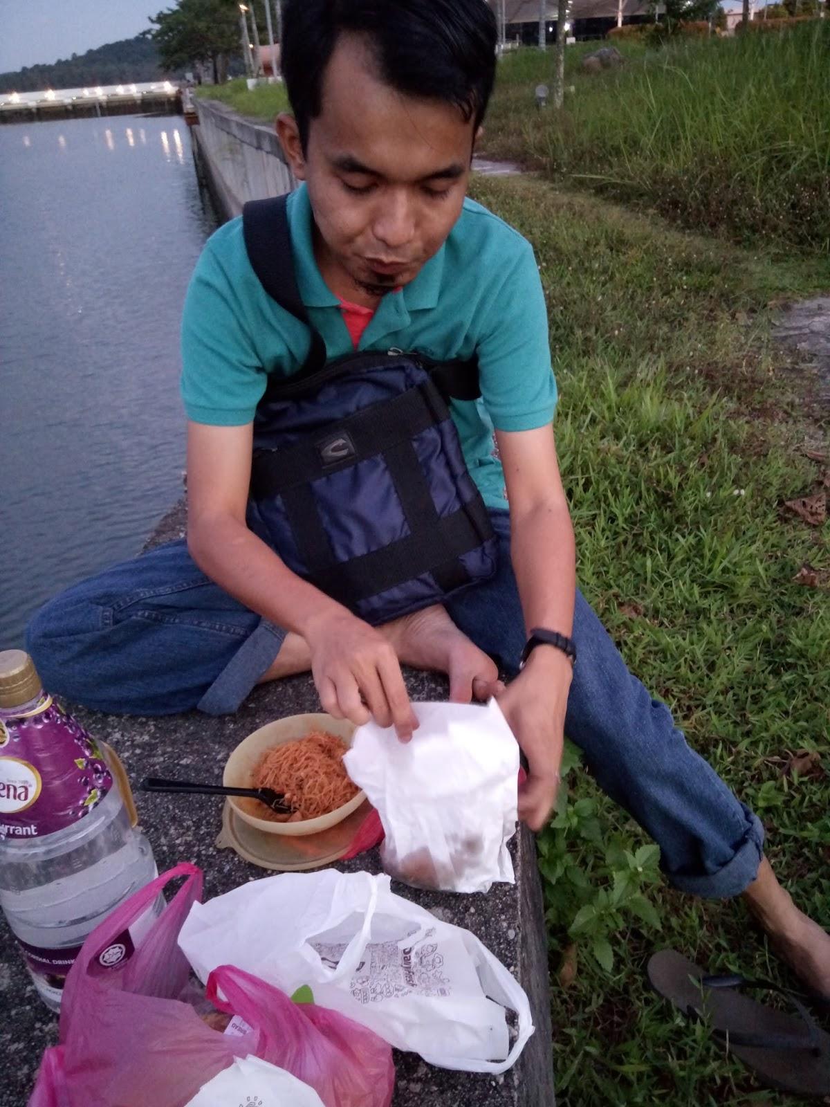 Gatal Tangan Nak Menaip 2016 Parcel Makanan Pja 1606 Bukak Pose