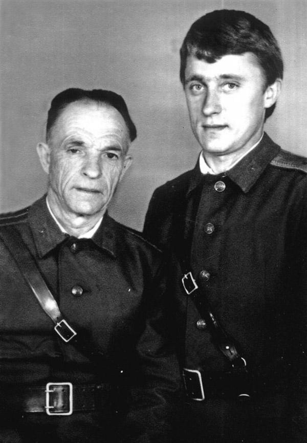 Микола Фесенко (на фото праворуч)