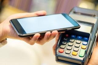 Un tercio de los españoles ya paga con el móvil: ¿está preparado tu taller?