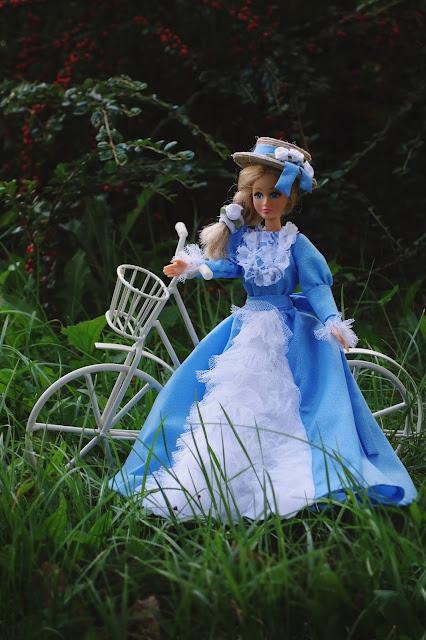 sukienka historyczna dla lalki,