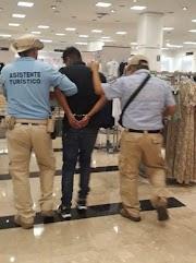 Detienen a chilango por robo de mercancía en tienda de Galerías Acapulco
