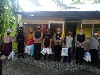 Kapolres Labuhanbatu Kendarai Trail Serahkan Bantuan Sembako di Desa Terpencil