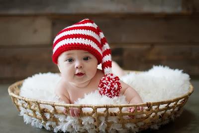 sevimli sevimli küçük insan bebek