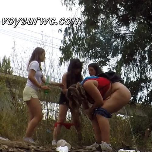 Girls Gotta Go 226-227 (Voyeur pee videos - Drunk spanish chicks peeing in public at festival)