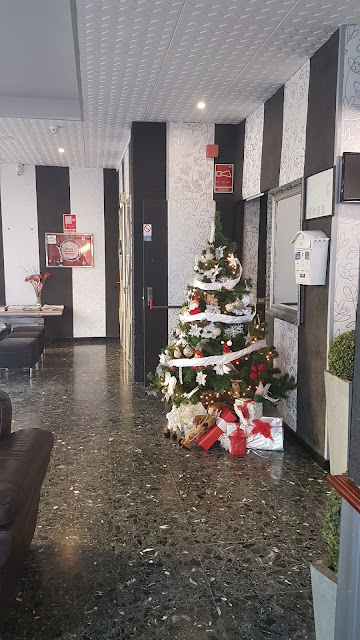Weihnachtsbaum im Hotel Sun Holidays in Puerto de la Cruz - dort haben wir die 1. Nacht verbracht