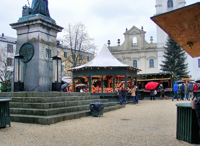 Welcome to the Passau Christkindlmarkt. Photo: Property of EuroTravelogue™. Unauthorized use is prohibited.
