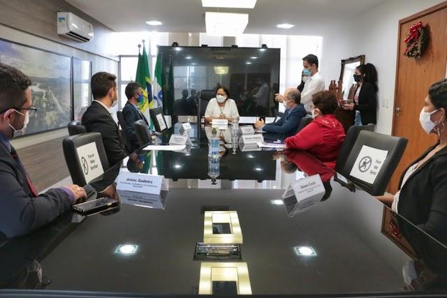 Governadora assina lei que permite que pessoas de baixa renda tirem CNH gratuitamente no RN