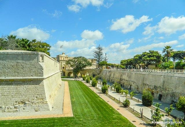 Fosso em torno das muralhas de Mdina, Malta