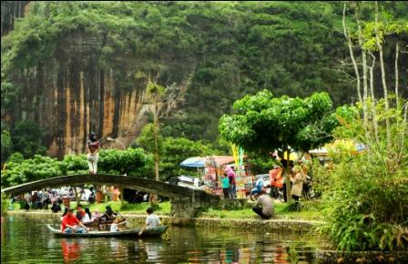 https://www.wisatain.com/2019/12/wisata-alam-lembah-harau-padang.html
