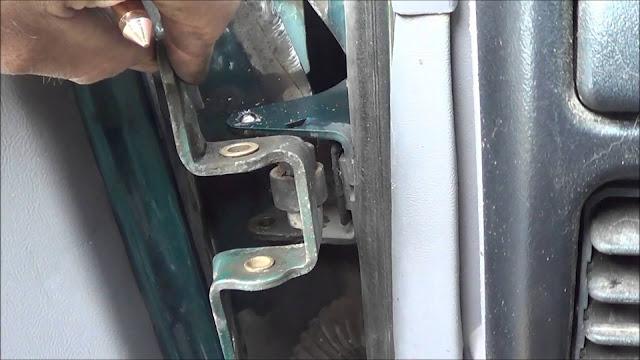 soulever une porte fléchée